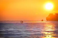 Όμορφη ανατολή πέρα από τη θάλασσα το χειμώνα Στοκ Φωτογραφίες