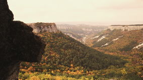 Όμορφη ανατολή στα βουνά φθινοπώρου της Κριμαίας απόθεμα βίντεο