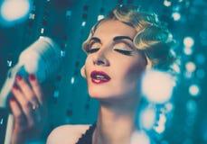 Όμορφη αναδρομική γυναίκα στοκ φωτογραφίες