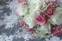 Όμορφη ανθοδέσμη πολυτέλειας των μικτών λουλουδιών στοκ φωτογραφίες