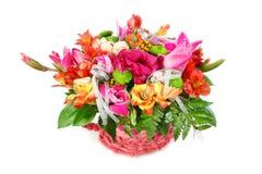 Όμορφη ανθοδέσμη των ζωηρόχρωμων λουλουδιών σε ένα άσπρο υπόβαθρο Στοκ Φωτογραφία