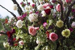 Όμορφη ανθοδέσμη των ρόδινων τριαντάφυλλων στοκ εικόνα