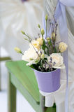 Όμορφη ανθοδέσμη των τριαντάφυλλων και lavender στο bucke Στοκ φωτογραφία με δικαίωμα ελεύθερης χρήσης