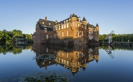 Όμορφη αντανάκλαση του κάστρου Anholt σε Isselburg, Γερμανία Στοκ εικόνα με δικαίωμα ελεύθερης χρήσης