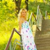Όμορφη ανώτερη ξανθή γυναίκα Στοκ εικόνα με δικαίωμα ελεύθερης χρήσης