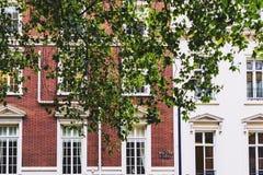 Όμορφη αρχιτεκτονική κτηρίων στο κέντρο της πόλης του Λονδίνου σε Mayfai Στοκ Εικόνα