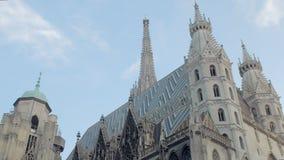 Όμορφη αρχιτεκτονική του γοτθικού καθεδρικού ναού του ST Stephen στο κέντρο πόλεων της Βιέννης, Αυστρία απόθεμα βίντεο