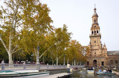 Όμορφη αρχιτεκτονική Plaza de España του κτηρίου με τους ανθρώπους Στοκ Εικόνες