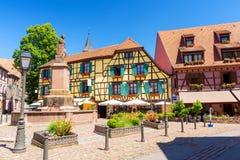 Όμορφη αρχιτεκτονική Ribeauvillé στην πόλη, Αλσατία, Γαλλία στοκ εικόνες με δικαίωμα ελεύθερης χρήσης