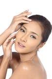 Όμορφη ασιατική γυναίκα με την υγιή έννοια δερμάτων SPA, τακτοποιημένος καθαρός Στοκ εικόνα με δικαίωμα ελεύθερης χρήσης