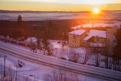 Όμορφη αυγή στο κέντρο του κεράτινου Smokovec Είναι ένα δημοφιλές χωριό σκι στη Σλοβακία Στοκ φωτογραφία με δικαίωμα ελεύθερης χρήσης