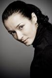 όμορφη βασική χαμηλή γυναίκα στούντιο πορτρέτου Στοκ Φωτογραφίες