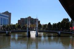 Όμορφη γέφυρα με το συμπαθητικό χρώμα στο κέντρο του ΡΙΟ Ουάσιγκτον Στοκ φωτογραφία με δικαίωμα ελεύθερης χρήσης