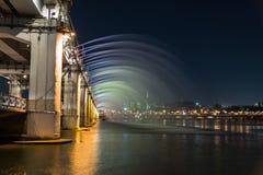 Όμορφη γέφυρα ουράνιων τόξων στη γέφυρα Banpo στη νύχτα της Σεούλ Κορέα Στοκ Εικόνες
