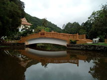 Όμορφη γέφυρα πέρα από το yala της Ταϊλάνδης σπηλιών καναλιών wat Στοκ φωτογραφία με δικαίωμα ελεύθερης χρήσης