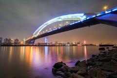 Όμορφη γέφυρα lupu της Σαγγάης τη νύχτα Στοκ Εικόνες