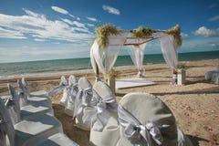 Όμορφη γαμήλια αψίδα στην παραλία Στοκ φωτογραφία με δικαίωμα ελεύθερης χρήσης