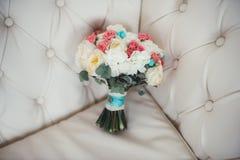 Όμορφη γαμήλια ζωηρόχρωμη ανθοδέσμη για τη νύφη Στοκ φωτογραφία με δικαίωμα ελεύθερης χρήσης