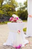 Όμορφη γαμήλια οργάνωση του πίνακα και floral Στοκ Φωτογραφία