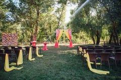 Όμορφη γαμήλια τελετή στο πάρκο Στοκ εικόνες με δικαίωμα ελεύθερης χρήσης