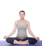 Όμορφη γιόγκα άσκησης εγκύων γυναικών Στοκ Εικόνες