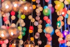 Όμορφη γραμμή κουρτινών φωτισμού των οδηγήσεων με το bokeh τη νύχτα Abst Στοκ εικόνες με δικαίωμα ελεύθερης χρήσης