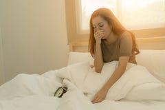 Όμορφη γυναίκα ακριβώς ξυπνήστε Στοκ φωτογραφία με δικαίωμα ελεύθερης χρήσης