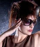 όμορφη γυναίκα γυαλιών ηλί Στοκ φωτογραφία με δικαίωμα ελεύθερης χρήσης