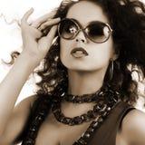 όμορφη γυναίκα γυαλιών ηλ Στοκ Εικόνα