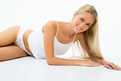 όμορφη γυναίκα επεξεργασίας θέματος ομορφιάς bodycare skincare λεπτή στοκ εικόνα