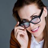 όμορφη γυναίκα επιχειρησιακών γυαλιών Στοκ φωτογραφία με δικαίωμα ελεύθερης χρήσης