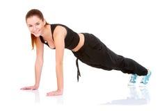 Όμορφη γυναίκα ικανότητας που κάνει την άσκηση Στοκ Εικόνες