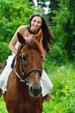 όμορφη γυναίκα ιππασίας Στοκ φωτογραφίες με δικαίωμα ελεύθερης χρήσης