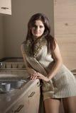 όμορφη γυναίκα κουζινών Στοκ Φωτογραφίες