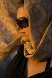 όμορφη γυναίκα μαντίλι Στοκ Φωτογραφία