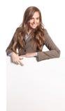 Όμορφη γυναίκα με έναν κενό πίνακα Στοκ φωτογραφίες με δικαίωμα ελεύθερης χρήσης