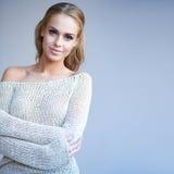 Όμορφη γυναίκα με ένα ευγενές χαμόγελο Στοκ Φωτογραφίες