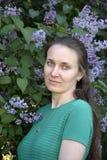 Όμορφη γυναίκα με ένα ρομαντικό βλέμμα Στοκ φωτογραφία με δικαίωμα ελεύθερης χρήσης