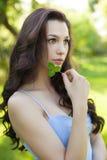 Όμορφη γυναίκα με μακρυμάλλες, cosmetology ομορφιάς, τρίχας και eco Στοκ Εικόνες