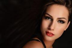 Όμορφη γυναίκα με μακρυμάλλη Στοκ Εικόνα