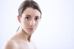 Όμορφη γυναίκα με τα λαμπερά μάτια Στοκ Εικόνα