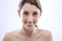 Όμορφη γυναίκα με τα μεγάλα λαμπερά μάτια Στοκ Εικόνες
