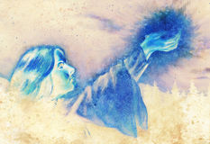 Όμορφη γυναίκα με τα χέρια που κρατά το φως στο νυκτερινό τοπίο, υπολογιστής γραφικός από τη ζωγραφική Επίδραση χρώματος Στοκ φωτογραφία με δικαίωμα ελεύθερης χρήσης
