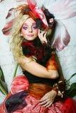 Όμορφη γυναίκα με την καλλιτεχνική σύνθεση στοκ εικόνες με δικαίωμα ελεύθερης χρήσης