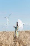 Όμορφη γυναίκα με την ομπρέλα στη σίκαλη Στοκ εικόνες με δικαίωμα ελεύθερης χρήσης