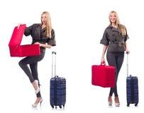 Όμορφη γυναίκα με τη βαλίτσα στην έννοια διακοπών στοκ φωτογραφίες