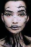 Όμορφη γυναίκα με τη δημιουργική σύνθεση δέντρων αποκριών σύνθεσης Στοκ Εικόνες