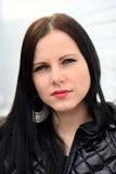 Όμορφη γυναίκα με τη μακριά καφετιά τρίχα Στοκ εικόνες με δικαίωμα ελεύθερης χρήσης