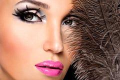 Όμορφη γυναίκα με τη φωτεινή επαγγελματική σύνθεση Στοκ Εικόνα