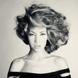 Όμορφη γυναίκα με το θαυμάσιο τρίχωμα Στοκ εικόνα με δικαίωμα ελεύθερης χρήσης